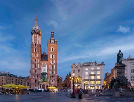 _E7A2433 Krakow Old Town Square web read