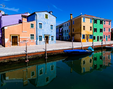 _E7A6316 Burano house and canel reflecti