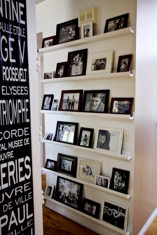 Here You Can Create Hanging Frames By Simply Attaching A Long Wire Or Rope Horizonatlly Across Your Wall And Hang The Pictures Hooks Clips