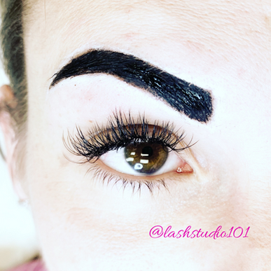 Application of Brow Henna as it sets