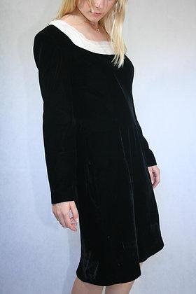 Black velvet dress. size M