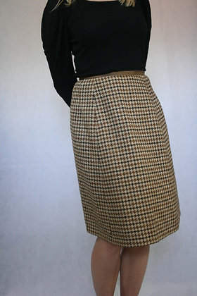 Brown dog-tooth patterned skirt