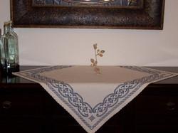 Carina-embroidery (Ω6)
