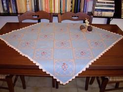 Carina-embroidery (Ω26)