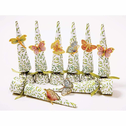8 butterfly crackers per box