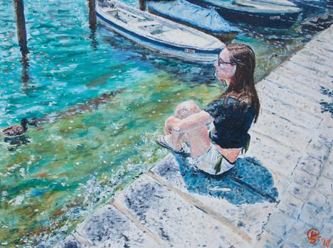 Ragazza in riva al lago Maggiore