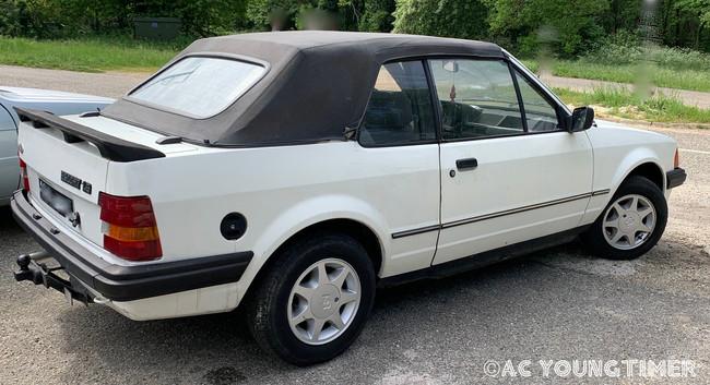 Ford XR3 cabriolet profil droit arriere.