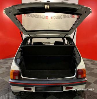 205 GTI vue arriere coffre ouvert.jpeg