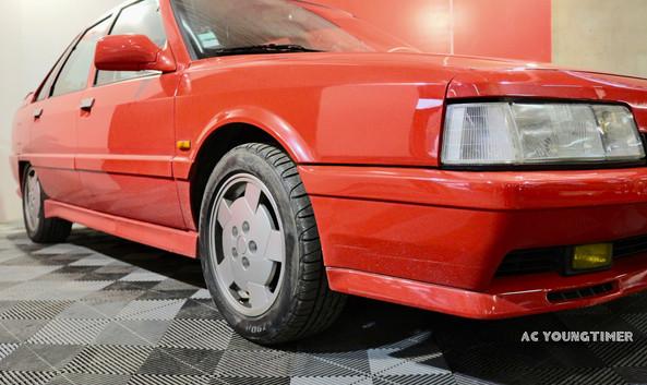 R21 Turbo Quadra profil avant droit bas.