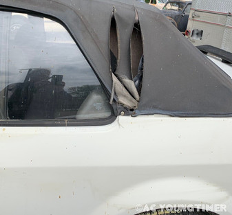 Ford_XR3_cabriolet_déchirure.jpeg