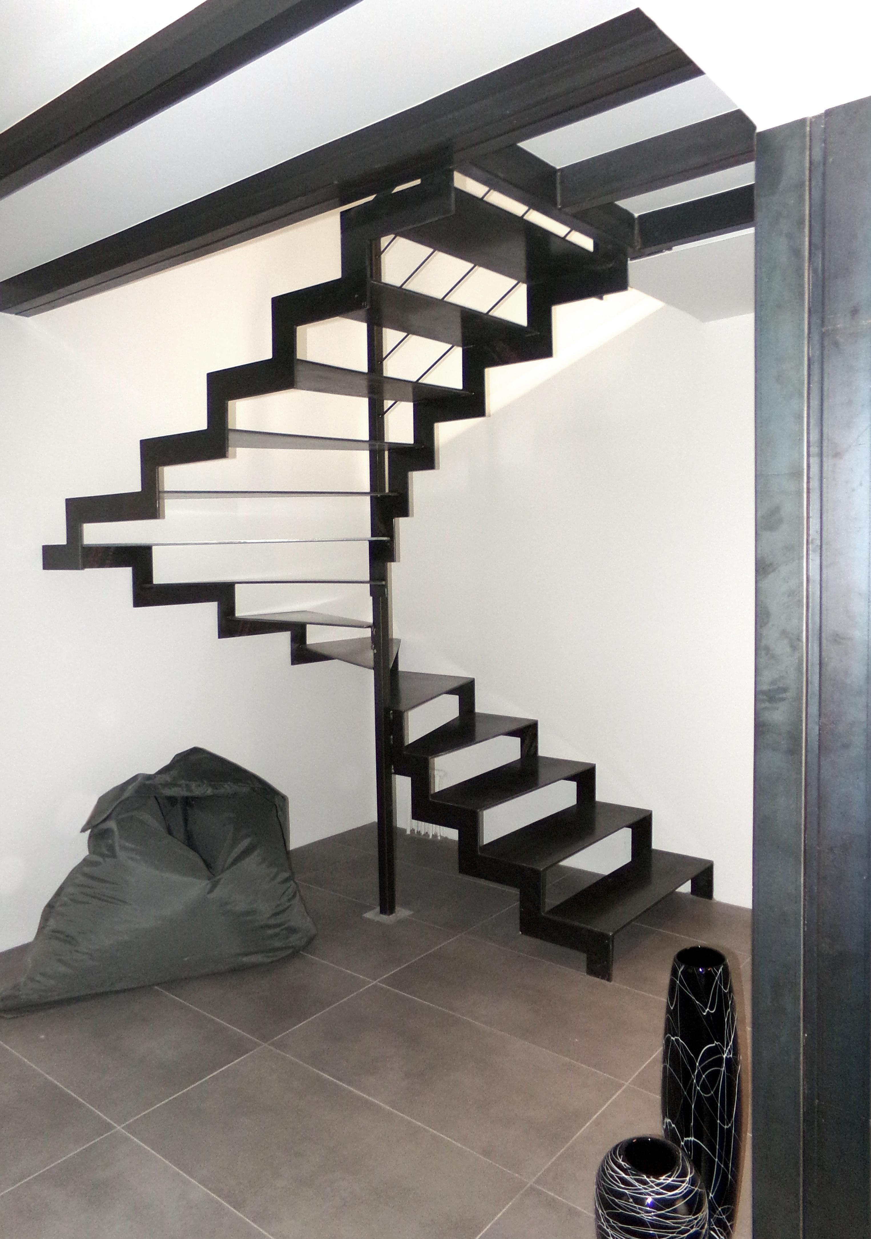 escalier et marche acier fer et tendance escalier verri re ferronnerie. Black Bedroom Furniture Sets. Home Design Ideas