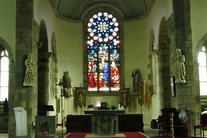 Eglise-plounevez-lochrist.jpg
