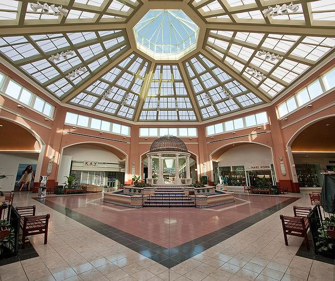 39972_pembroke-mall_2-interior-full_port
