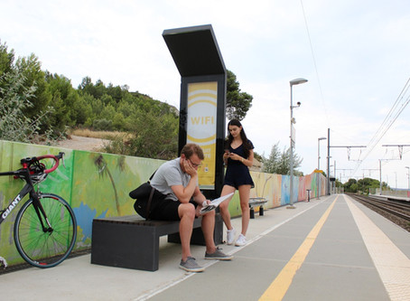 5 cool features of Smart Solar powered Bench