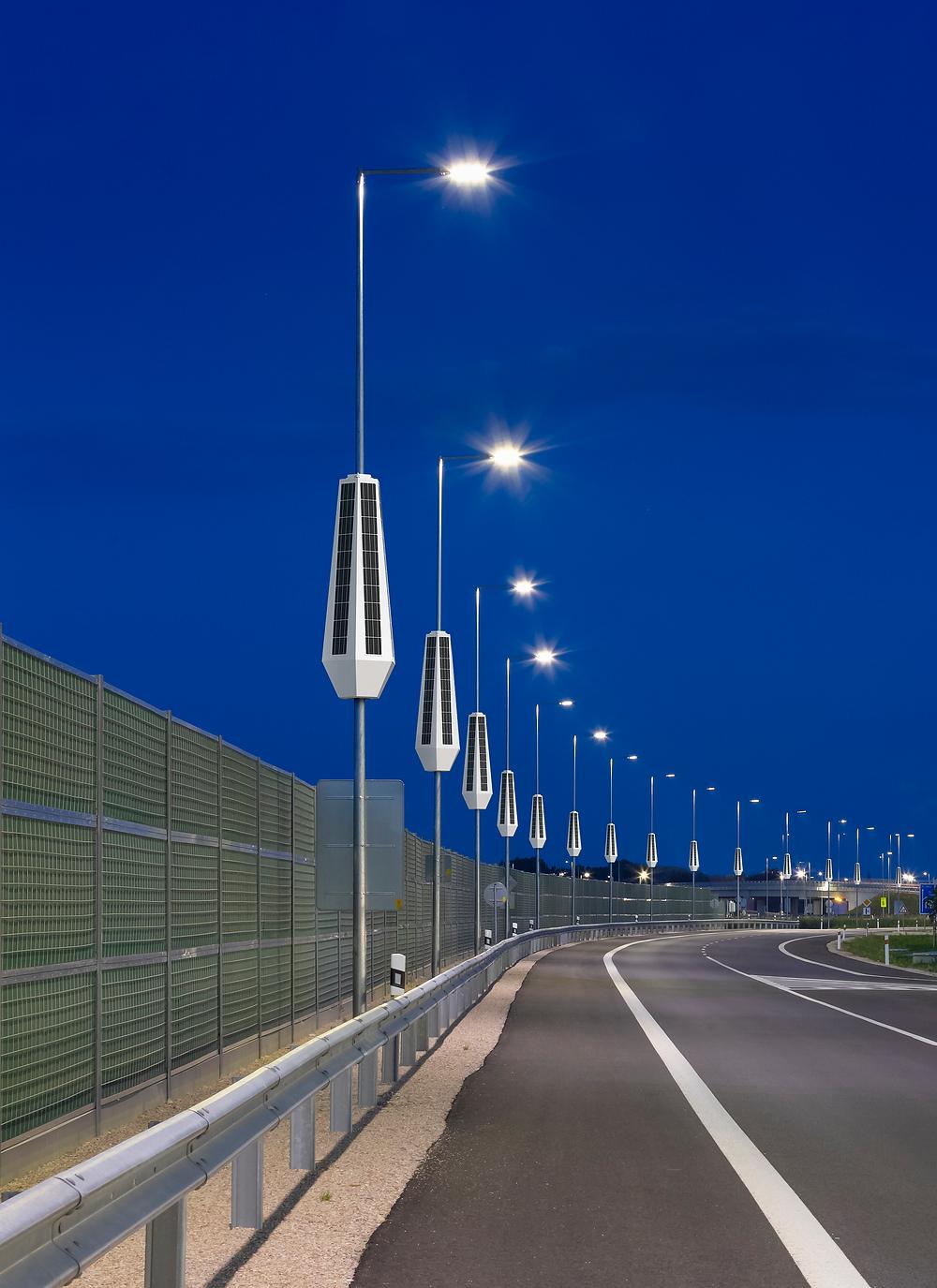 Retrofit Smart Solar Street Lights pole