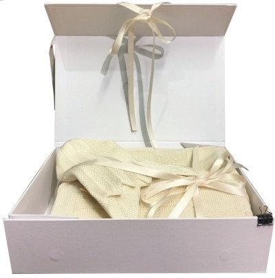 Babygeschenk, hauchzarte Babyhaube aus Bio-Seide, Geschenkset