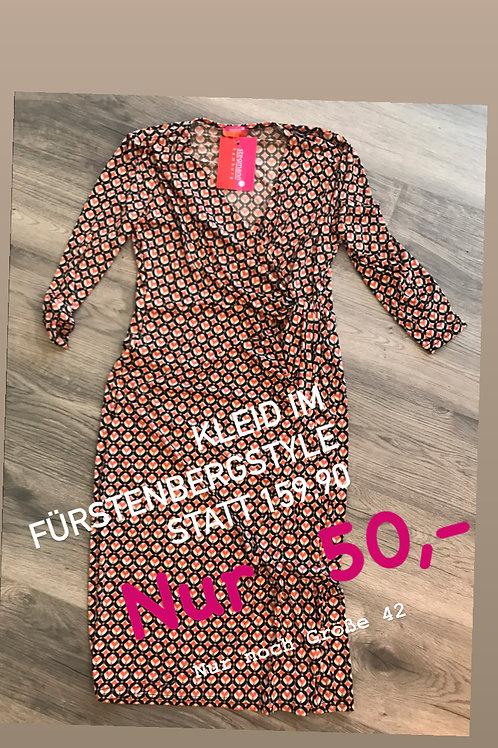 Kleid im Fürstenberg Style