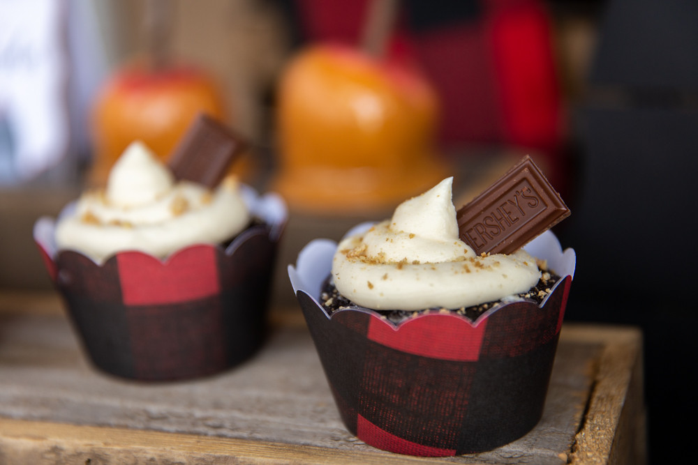S'mores Cupcakes with Buffalo Plaid Cupcake Liners