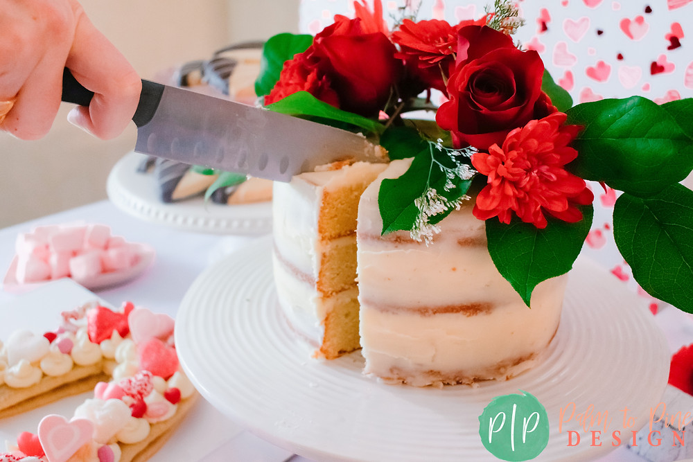 Valentine's Naked Cake, Naked Cake with red flowers