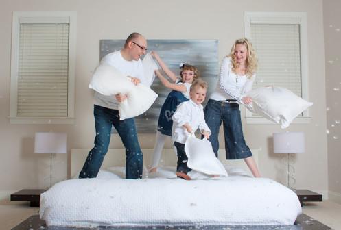 2010_December_12-Hoppe Family on bed-042