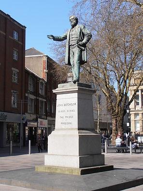John_Batchelor_statue,_The_Hayes,_Cardif