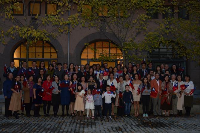 台僑歡慶雙十,與駐瑞典代表相見歡