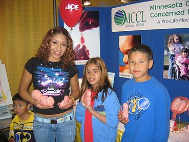 Hispanic kids with fetal models