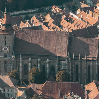 Brasov_-_Black_church_from_Tâmpa.jpg