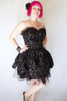 Robe Petal Black HELL BUNNY