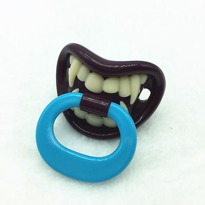Sucette dents vampire