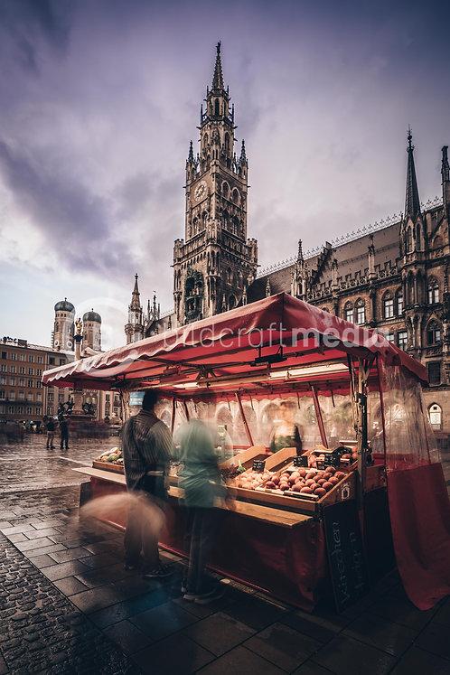Marienplatz mit Marktstandl (#0597)