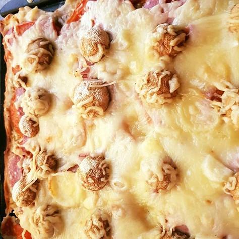 selbstgemachte glutenfreie Pizza