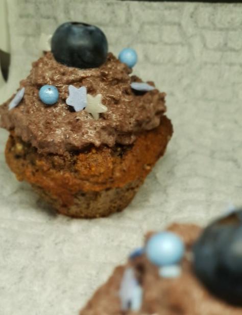Heidelbeer - Cupcakes glutenfrei mit Heidelbeer - Schoko - Frosting