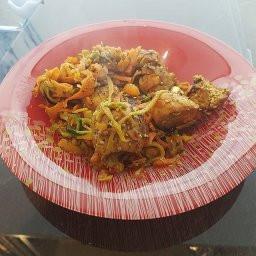 asiatische Pfanne mit Gemüsenudeln