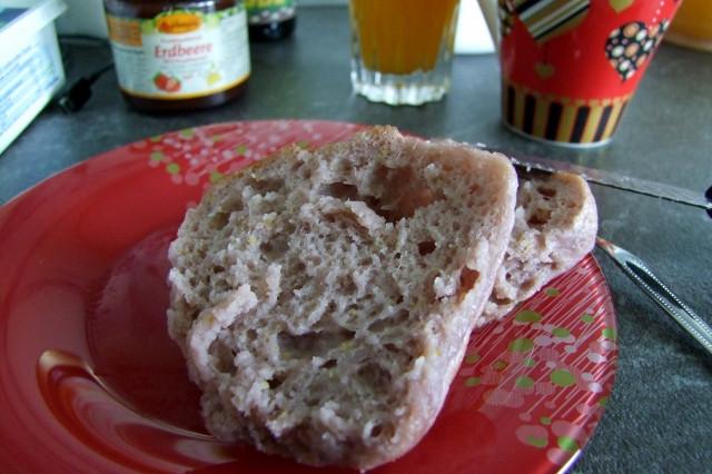 glutenfreie Brötchen aufgeschnitten