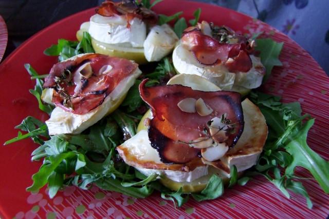 Apfel-Ziegenkäse gebacken auf Salat