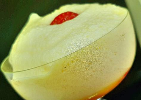 Zabaione mit frischen Erdbeeren