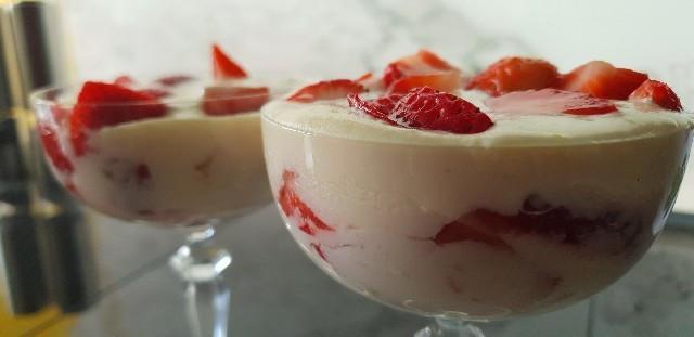 Erdbeeren in einer Creme