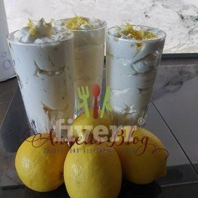 Endlich Sommer, zumindest auf dem Tisch - luftig leichtes Zitronenmousse