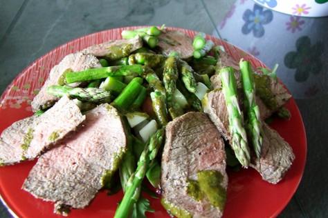 Spargelsalat mit Schweinemedaillons