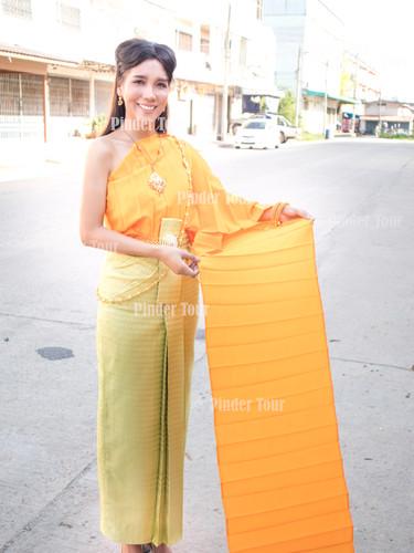 Rent Thai Costume.jpg