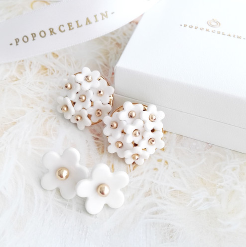 Daisy and Mini Daisy 🌻🌻💐💐 . For our Daisy lovers 💛 Handmade fine white porcelain 💛