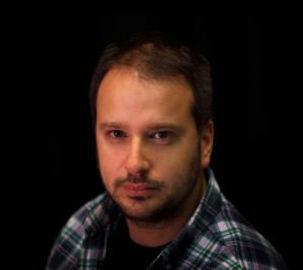 Esteban Louise Aineceder, joven director orquestal y coral uruguayo. Es el mas joven director estable del Sodre. Destacado en el genero de operas, zarzuelas, asi como en musica barroca y madrigales. Destacado docente a nivel internacional y nacional. Galardonado con diversos premios.