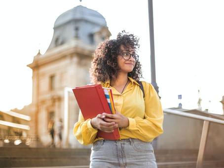 Como escolher o curso de espanhol ideal: 5 critérios de avaliação