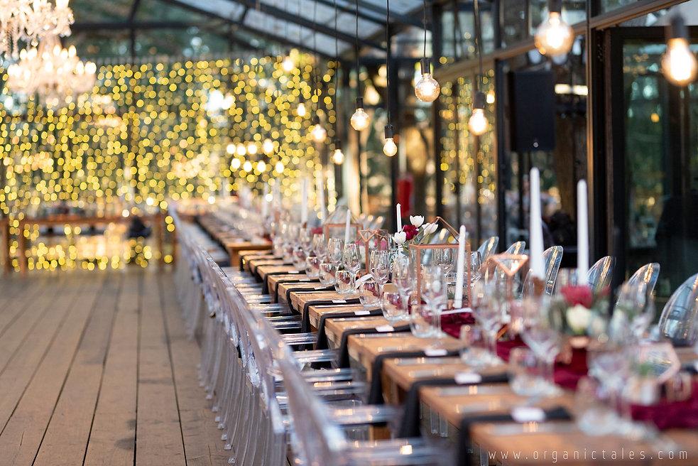 Die Woud weddings hanging naked bulbs