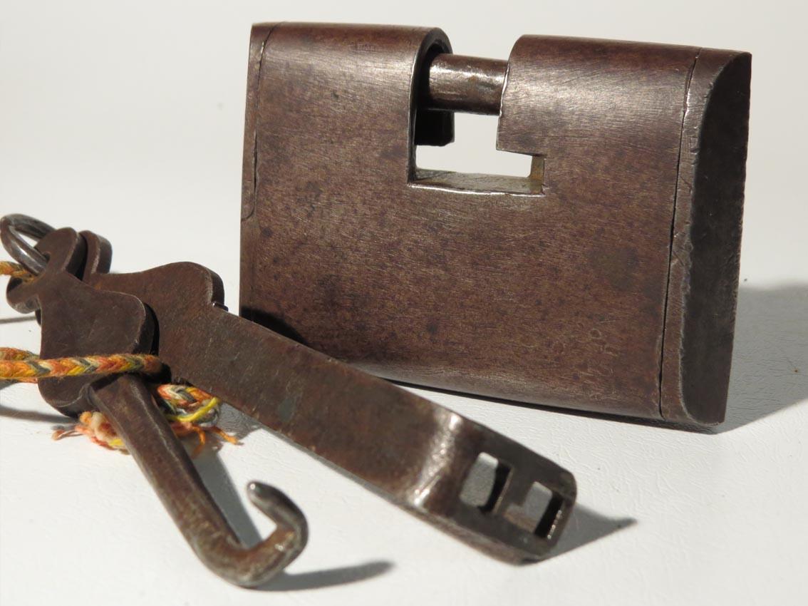 Slide key locks