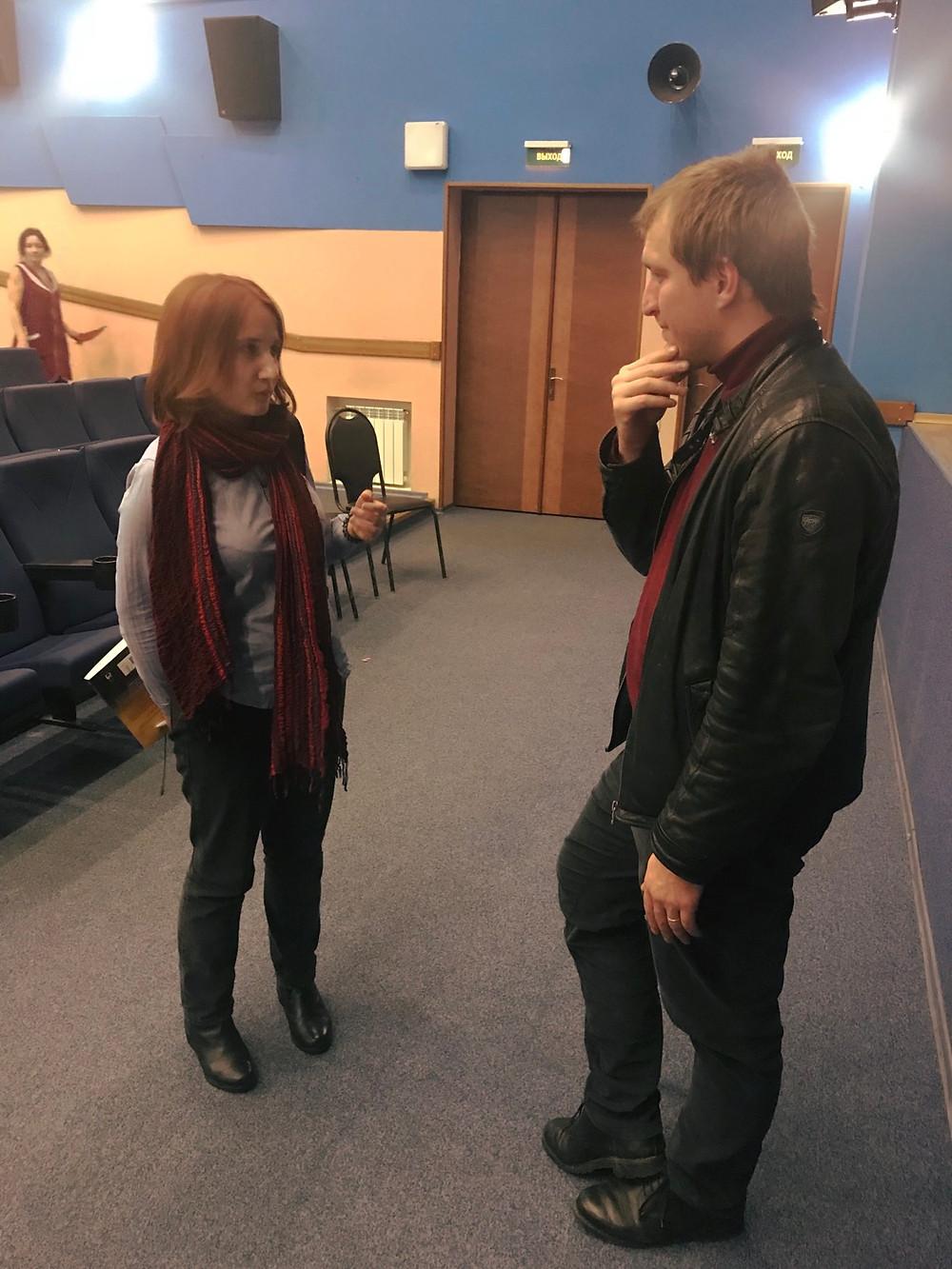 Даже когда зал почти опустел, Ондржей всё ещё отвечал на вопросы заинтересованных зрителей.