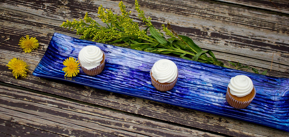 textured tray for cupcakes and appetizers