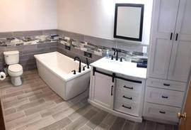Tile Bath with decorative strip