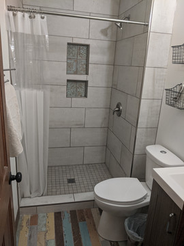 Tile Shower & Floor with Niche